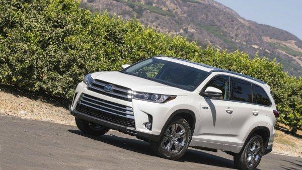 «Не смог Приору обогнать!»: На крайне слабую динамику Toyota Highlander пожаловался водитель