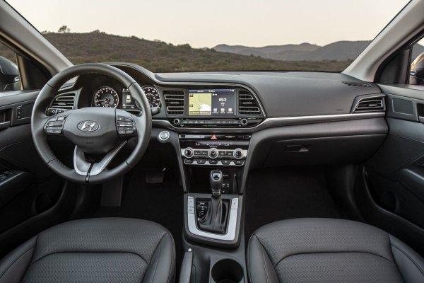Лучше, чем «Королла»: Блогер рассказал о преимуществах Hyundai Elantra перед мировым бестселлером