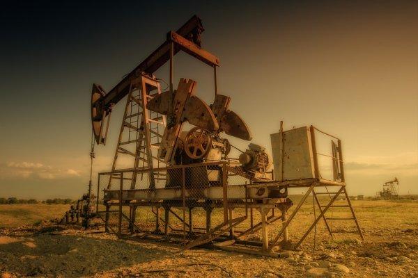 Новые шаги США во внешней торговле способствовали резкому падению цен на нефть