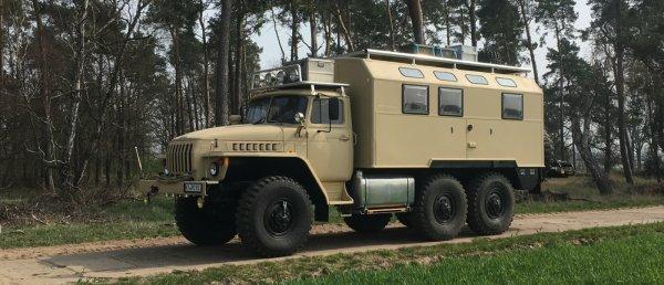 «В Европе таких авто не производят»: Немцы переделали старый Урал-4320 в дом на колёсах