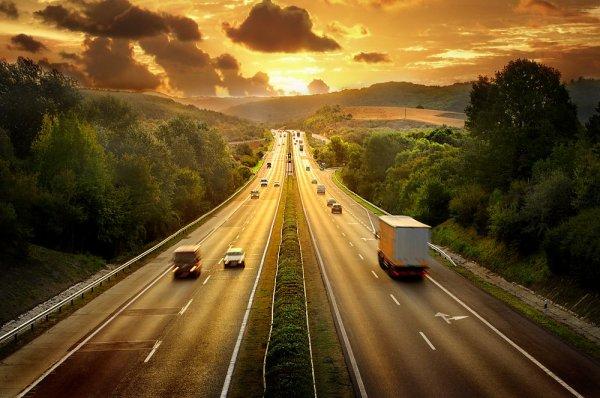 «Заправщика кмашине неподпускать»: Опасности поездки на «дизеле» по М4 «Дон» раскрыли в сети