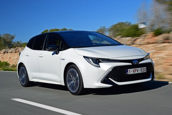 «Яркая тень Камри»: Новая Toyota Corolla оставила у обзорщика неоднозначные впечатления