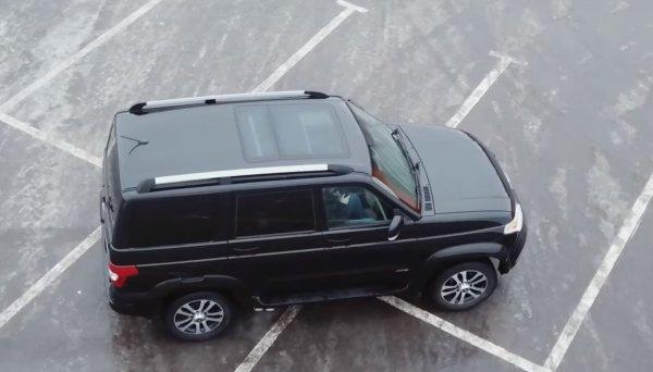 «Вот таким должен быть русский Прадик»: В сети обсудили доработанный УАЗ «Патриот» с панорамной крышей от  BMW X5