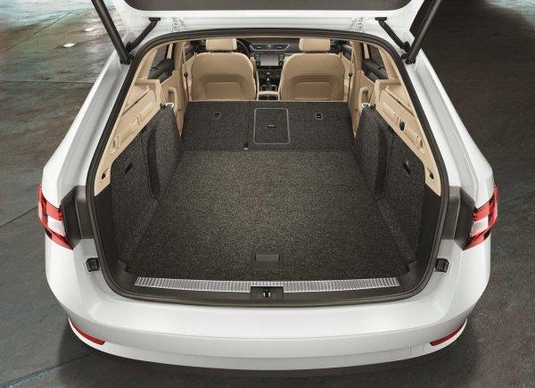 Toyota Camry и рядом не стояла: О новой Skoda Superb рассказал эксперт