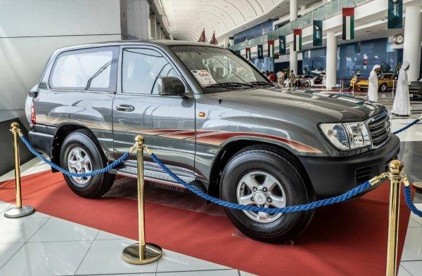 «Такие олигархи детям-двоечникам покупают»: Укороченный Toyota Land Cruiser рассмешил сеть