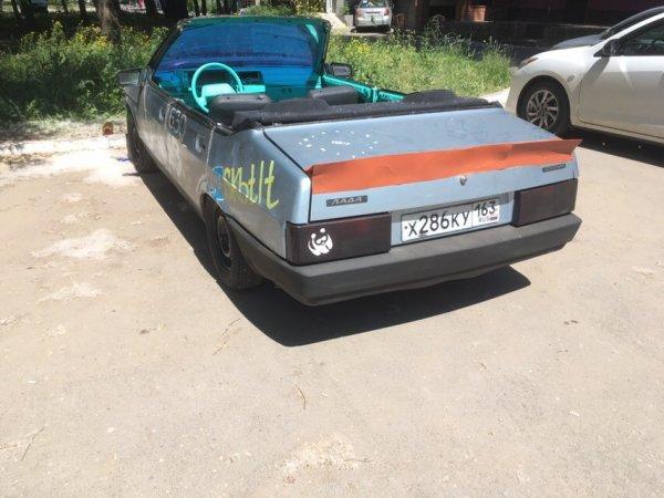 «Тольяттинская гонка»: Кабриолет из ВАЗ-21099 высмеяли в сети