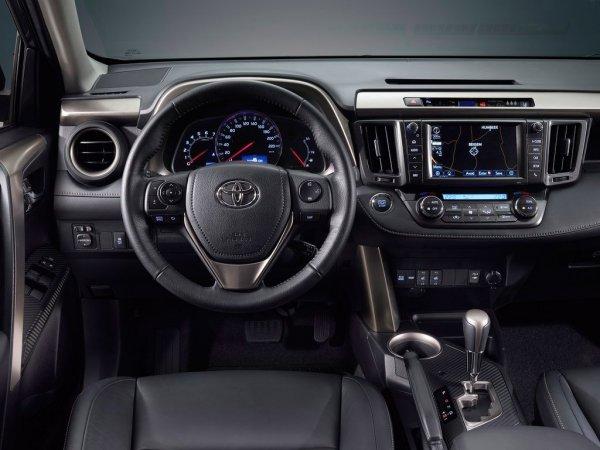 Чтобы больше не отрывать бамперы: Владелец Toyota RAV4 рассказал, как попрощался с KIA Rio
