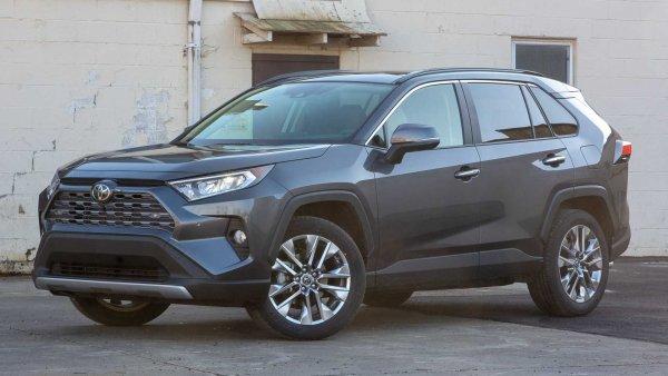 «Пожалуюсь в Toyota Motors!»: Нежелание дилеров ремонтировать Toyota RAV4 по гарантии возмутило владельца