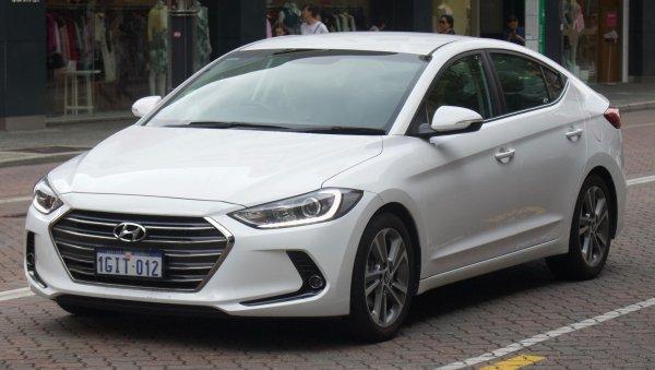 «Почему даже на Весте лучше?»: Обзорщик раскритиковал Hyundai Elantra