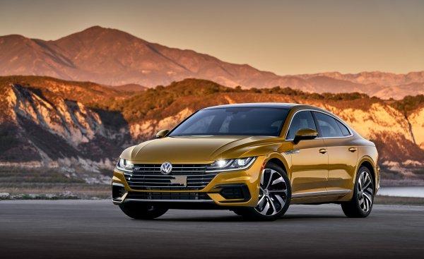 «Выглядит потрясающе, несмотря на скучный интерьер»: Впечатления о новом Volkswagen Arteon блогер