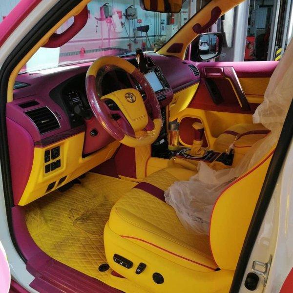 «Причина развода— розовый Прадо»: «Ядовитый» Toyota Land Cruiser Prado в подарок супруге  напугал сеть