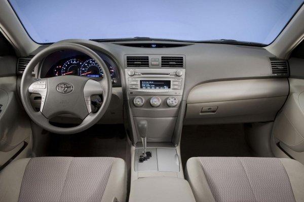 «Свои 300-400 тысяч км спокойно пройдет»: Владелец Toyota Camry 40 назвал причины купить эту машину