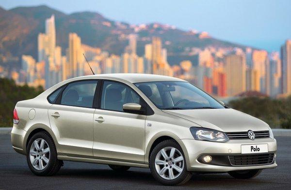 Иномарка с пробегом за 400 тысяч: Определиться между Hyundai Solaris и VW Polo решил помочь блогер