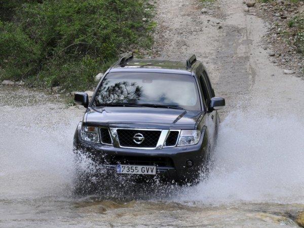 Последний «мужской» Pathfinder: В чем Nissan лучше «Прадика», рассказали владельцы
