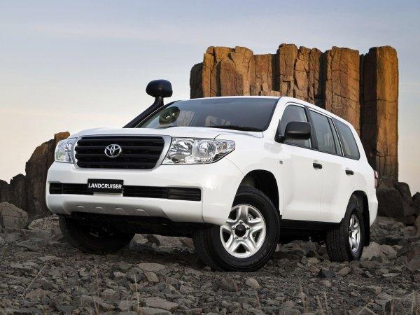 «В нём сохранены джиповские корни»: О преимуществах редкого Toyota Land Cruiser 205 рассказал владелец