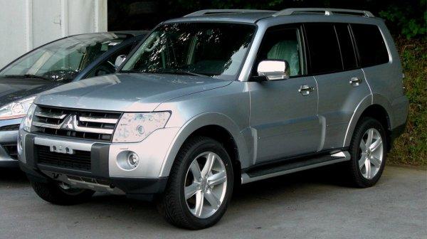 «Битва двух богатырей»: Mitsubishi Pajero и Nissan Pathfinder сравнил блогер