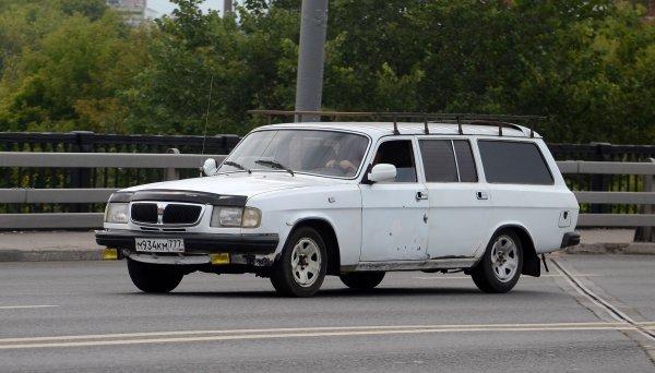 «Трэш-сарай из 00-х»: Блогер на примере ГАЗ-310221 рассказал, как «умирал» наш автопром