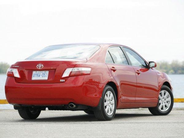 «Печальмобиль» за 400 тысяч: Стоит ли покупать Toyota Camry 40 по низу рынка, обсудили в сети