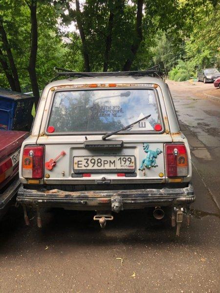 «Всё, что нашёл вдедушкином гараже»: Тюнингованная «Лада Помойка» довела доистерики сеть