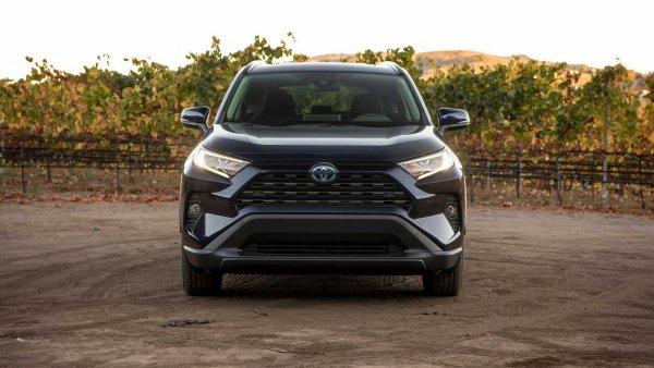 «То, чего вы хотите от кроссовера»: Особенности нового Toyota RAV4 Hybrid раскрыла автоледи