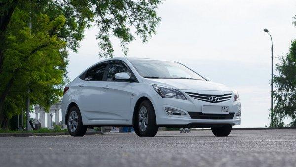 «Продолжаем дико колхозить»: Как в Hyundai Solaris избавиться от «голого» металла в салоне показал блогер
