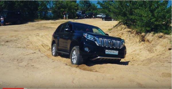 «Битва внедорожников на песке»: Блогер поделился обзором Toyota Land Cruiser Prado
