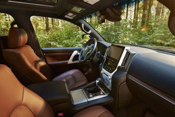 «Один случай на 100 тысяч»: О редкой поломке Toyota Land Cruiser 200 рассказал владелец