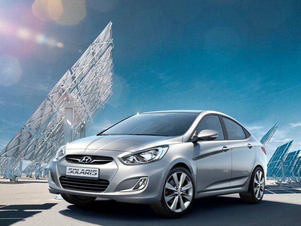 Три минуты и кусок скотча: Владелец Hyundai Solaris показал, как бороться с запотеванием стекол
