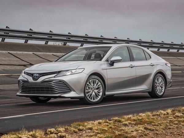 Лучше старой только внешностью: Владелец новой Toyota Camry рассказал, за что возненавидел машину