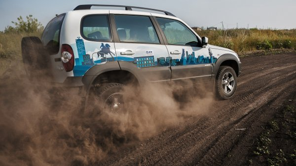 «Дастер круче Шнивы?»: Chevrolet Niva и Renault Duster сравнили на бездорожье