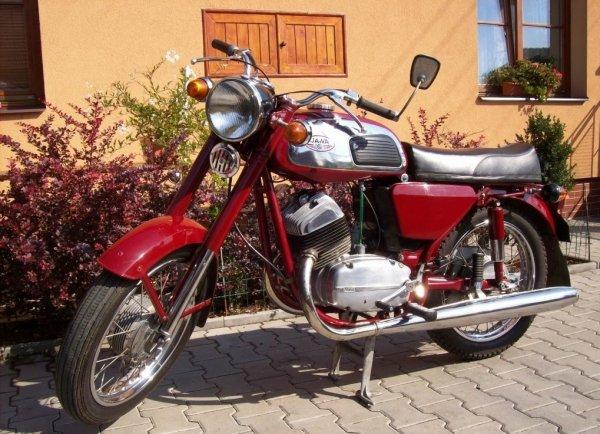 «Выбираем мечту детства»: Эксперт сравнил мотоциклы ИЖ «Юпитер» и Jawa 350