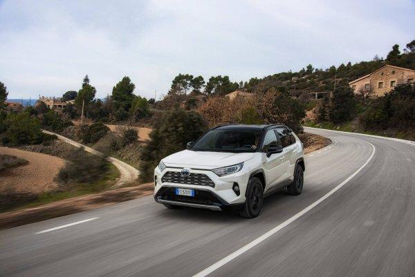 «Тойота, я не узнаю тебя!»: Блогер объяснил, почему новая Toyota RAV4 Hybrid подходит всем