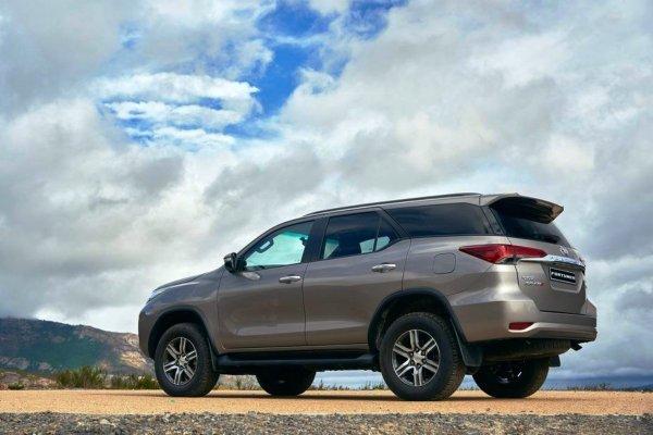 Дешевле Prado, практичнее Jimny: Что из себя представляет Toyota Fortuner?