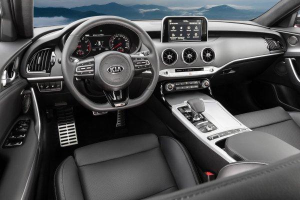 Не едет на свои деньги: Kia Stinger GT сразился в гонке с турбо ВАЗ-2106 и Honda Civic