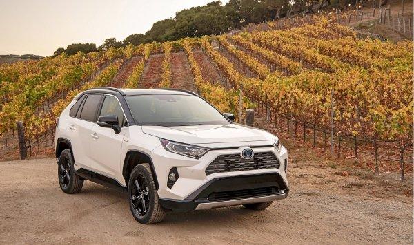 «Тиха, как украинская ночь»: Водитель столкнулся с неясностями в работе Toyota RAV4 2019