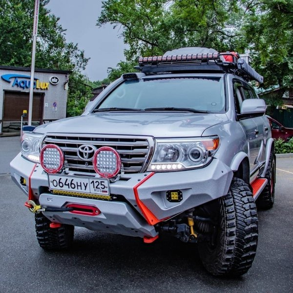 «Слов нет, одни слюни»: Экспедиционный Toyota Land Cruiser 200 высоко оценили в сети