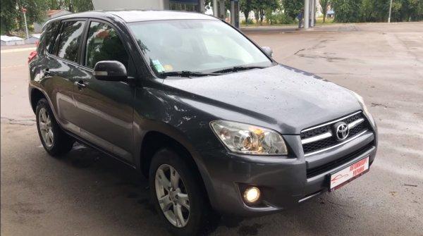 «Европеец», но на русском: Блогер показал дизельный Toyota RAV4, пригнанный из Франции