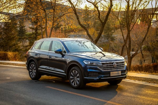 Из Питера в Мурманск и на «Край Земли» на одном баке: Новый Volkswagen Touareg впечатляет запасом хода