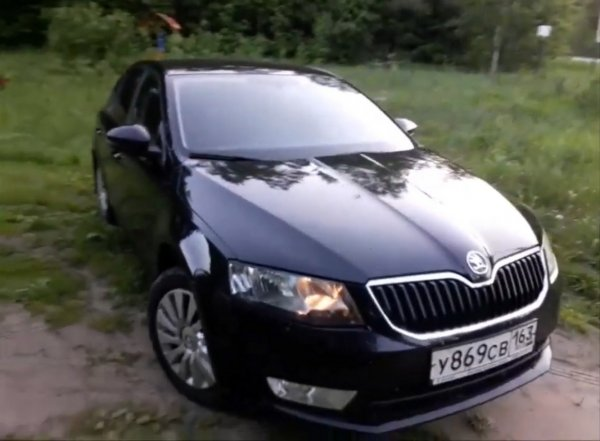 Или лучше взять «Весту»? Блогер показал осмотр Skoda Octavia A7 перед покупкой
