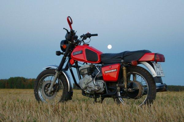 «Мотоцикл-эпоха, мотоцикл-мечта»: Эксперт рассказал о причинах популярности ИЖ Планета-5