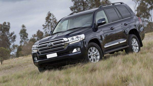 Стоит своих денег? Однозначно! Почему за Toyota Land Cruiser 200 не жалко отдать 6 000 000 рублей