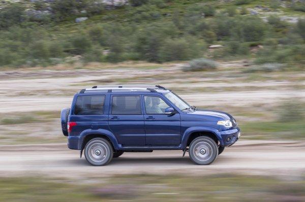 «Плавно и удобно»: Блогер рассказал об особенностях езды на УАЗ «Патриот» с АКПП