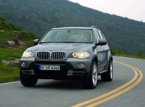 «Зачем вам этот RAV4?»: Почему «японцы» блекнут перед подержанным BMW X5 – блогер