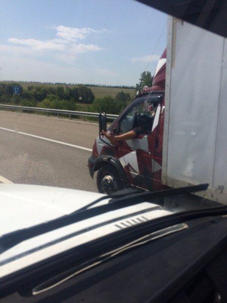 «Или пьяный, или акробат»: На трассе М4 «Дон» обнаружили «заскучавшего» водителя «ГАЗели»