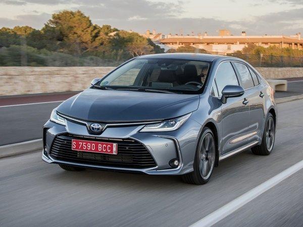 Блогер о причинах низкой популярности Toyota Corolla Hybrid: «Всем хороша, но конкуренты лучше»
