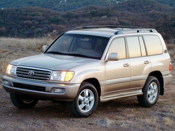 «Старое корыто с убогим салоном»: Почему не стоит менять Mitsubishi Pajero IV на Toyota LC 100 – сеть
