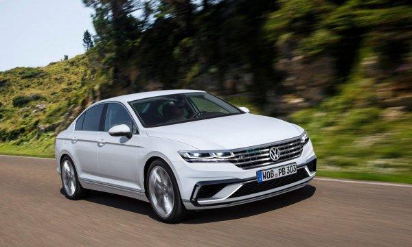 «Экономичность, надежность и элегантность»: Эксперт сравнил Toyota Camry, VW Passat и Peugeot 508
