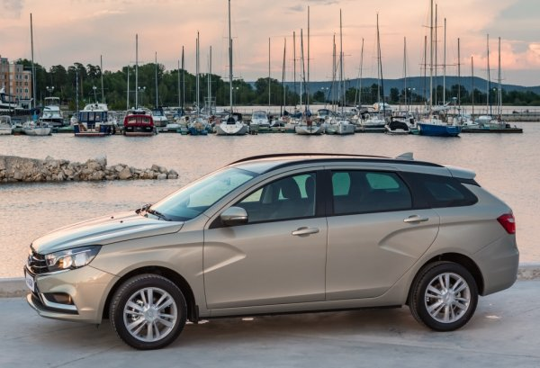 «Пересел бы на «Весту» с вариатором»: Хозяин VW Polo сравнил своё авто с LADA Vesta SW