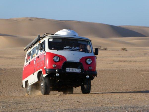 «На «Буханке» каждый день как последний»: Российский автолюбитель ушел в кругосветное путешествие на УАЗ-452 «Буханка»
