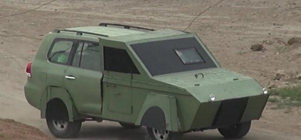 Старший брат «инвалидки»: В сети высмеяли Toyota Land Cruiser 200 в кузове «полу-БТР»